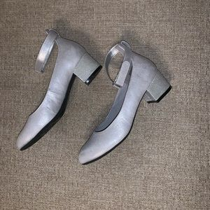 Silver dressy girls shoes
